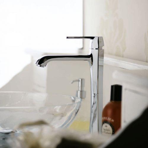 Коллекция смесителей для ванной и кухни  Oprah